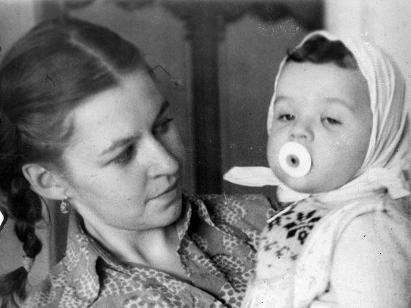 Николай Кривоносов с матерью Надеждой Кривоносовой